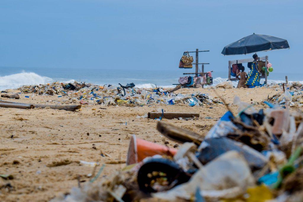 La pollution plastique des océans triplera sur l'horizon 2040